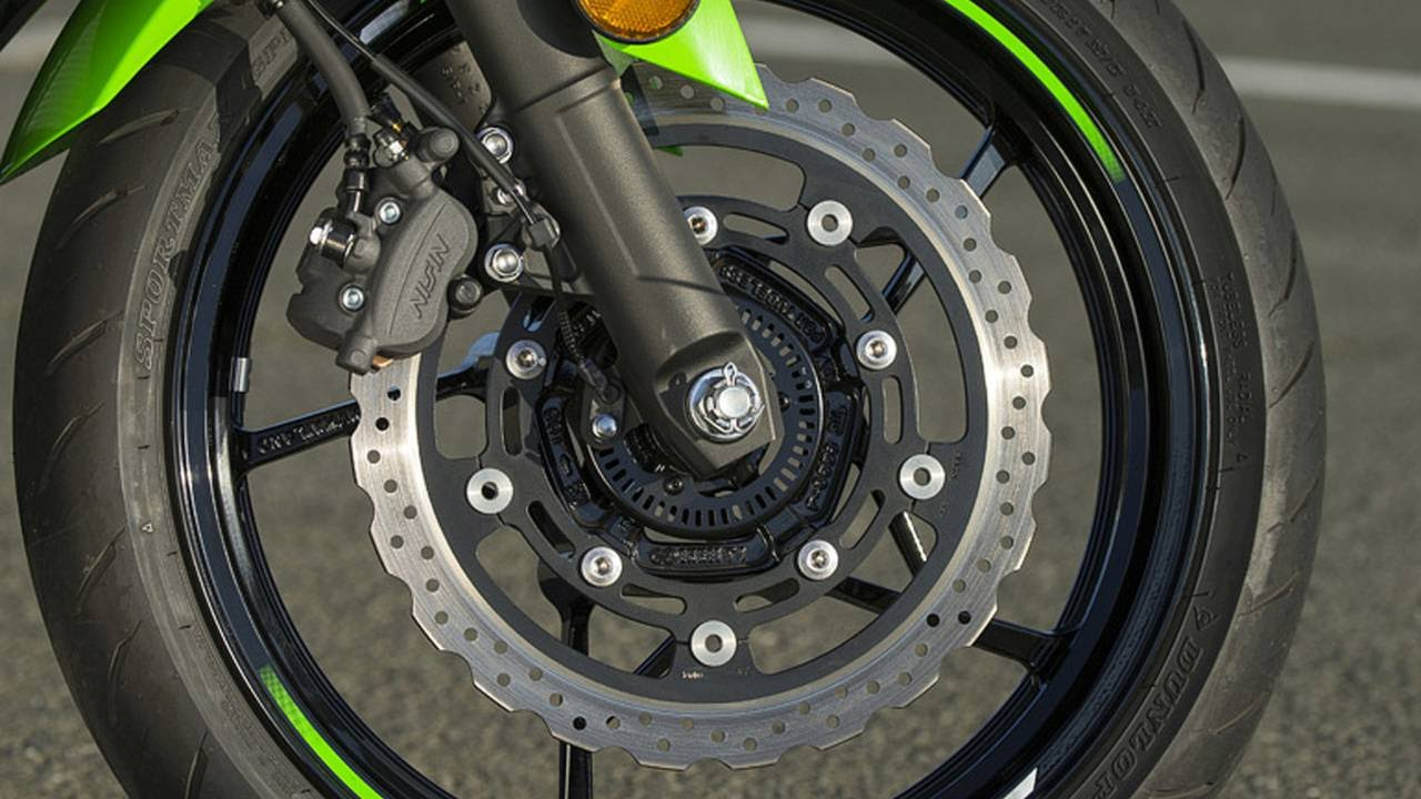 The front brake rotor grows to 310mm. This along with the upgraded master cylinder offer a more substantial feel when the front lever is squeezed.